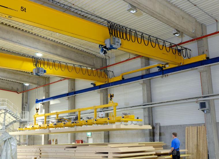 Brückenkrananlage mit Sondertraverse - A. P. Pfaff GmbH & Co. KG – Augsburg